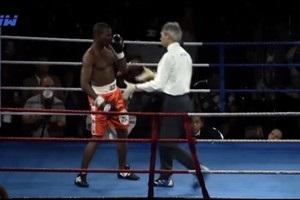 Боксер из Узбекистана наказал оппонента за клоунаду в ринге