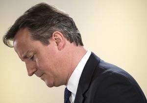 Кэмерон прервал отпуск из-за сильных болей в спине