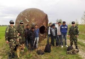 В Закарпатье нелегалы из Бангладеш прятались в заброшенной водонапорной башне