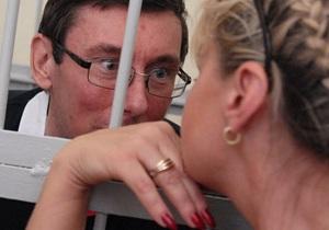 Луценко держат в СИЗО с целым букетом болезней - жена