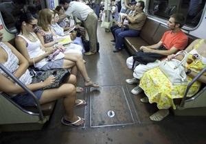 Киевляне стали чаще жаловаться на рекламу в метро