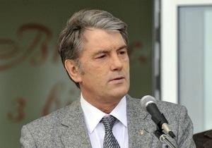 В Симферополе более сотни человек встречают Ющенко пикетом