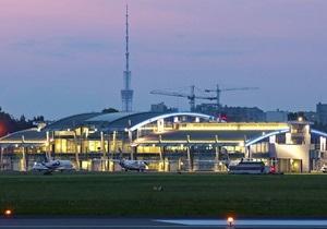В Жулянах за пределы посадочной полосы выкатился самолет. Аэропорт закрыт