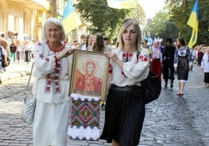 Марш защиты украинцев: во Львове тысячи человек прошли к памятникам Шевченко и Бандере