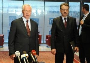 В Турции Азарова представили президентом Украины