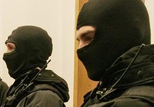 Против журналистов, находящихся у палаты Луценко, применили силу