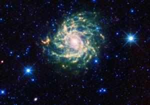 Астрономы обнаружили черную дыру, которая ежедневно поглощает несколько астероидов