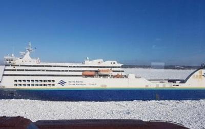Біля берегів Канади застряг пором з 209 пасажирами