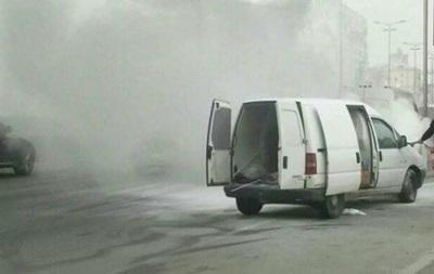 У Києві на ходу загорілося авто
