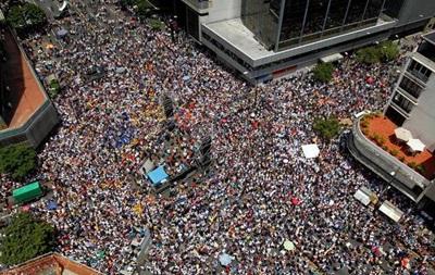 У Венесуелі тисячі протестують проти уряду