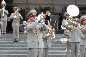Bon Jovi и Gangam Style: военный оркест зажег публику на матче Динамо