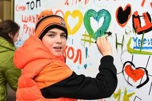 Харків – за Шахтар: уболівальники розмалювали фан-шоп  гірників