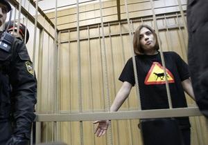 Суд в Москве продлил арест участницам Pussy Riot