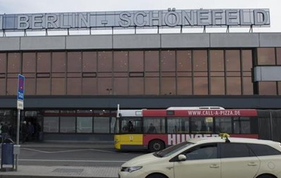 Берлінський аеропорт евакуювали через підозрілу сумку