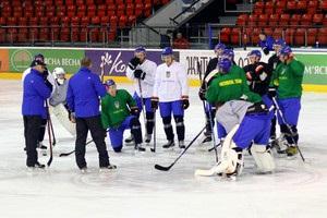 До чемпіонату світу в Києві готуватимуться 28 українських хокеїстів
