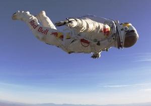 Рекордный прыжок австрийского парашютиста отменен во второй раз