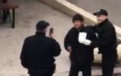 У Харкові поліцейські знущалися над безхатченком