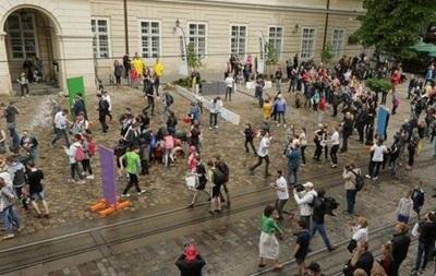 Центр Львова закрыли для транспорта из-за поливального понедельника