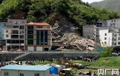 У Китаї зсув зніс семиповерховий будинок, є жертви
