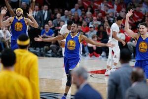 НБА: Голден Стейт, розгромивши Портленд, вийшов до другого раунду плей-офф
