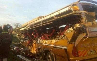 У Кенії автобус зіткнувся з вантажівкою: десятки загиблих