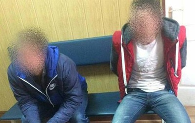 Під Києвом п яні побили поліцейського