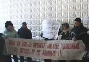 В Донецке отложили вопрос о закрытии украинской школы