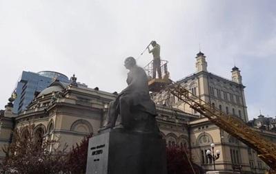 Пам ятник Лисенку в Києві помили вперше за півстоліття
