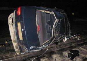 В Закарпатской области 23-летний водитель BMW снес ограждение и вылетел на рельсы