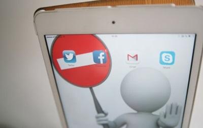 У Росії заблокували меседжери BlackBerry, Imo і Line