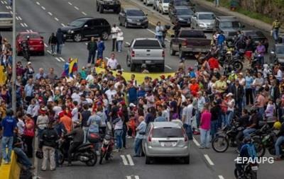 Опозиція у Венесуелі зводить барикади