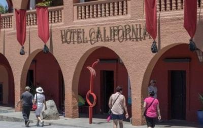 Гурт Eagles подав до суду на готель  Каліфорнія
