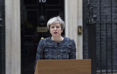 Тереза Мей звинуватила ЄС у спробі вплинути на вибори в Британії