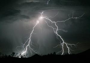 В Винницкой области молния попала в жилой дом: есть пострадавшие