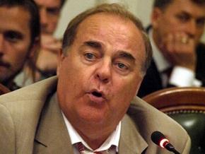Прокуратура отказалась возбуждать дело против коммуниста, сломавшего микрофон журналистке