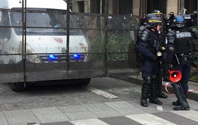 У Парижі газом розігнали протестувальників проти підсумків виборів