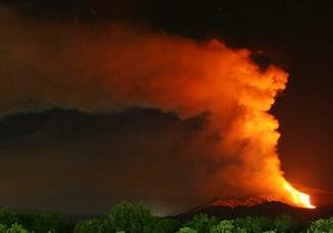 Специалисты зафиксировали выбросы лавы из вулкана Этна