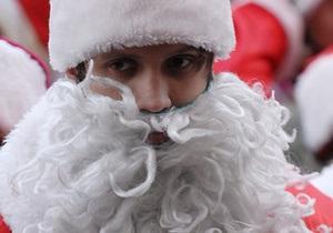 В Киеве злоумышленник в костюме Деда Мороза ограбил банк, сделав подкоп