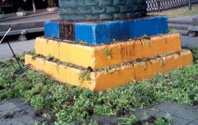 У Києві зіпсували інсталяцію на місці пам ятника Леніну