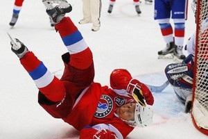 Комічне падіння Путіна на хокеї висміяли в мережі
