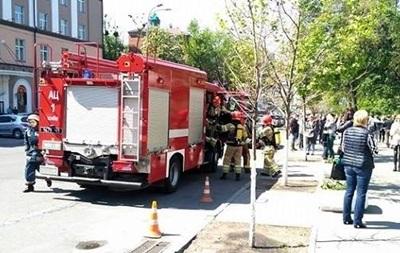 У Києві з палаючого бізнес-центру евакуювали 150 осіб