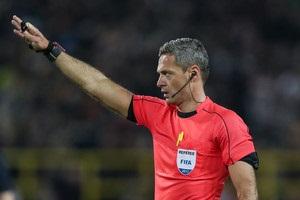 Манчестер Юнайтед и Аякс узнали имя судьи финала Лиги Европы