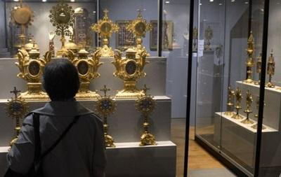 З музею в Ліоні вкрали корону з 1800 коштовними каменями