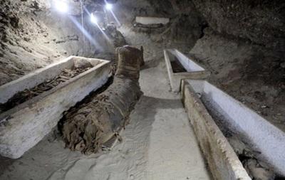 У Єгипті археологи розкопали 17 стародавніх мумій