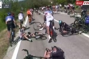 Мотоцикл, що стояв на узбіччі, став причиною завалу на Джиро