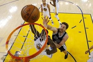 НБА: Голден Стэйт растоптал Сан-Антонио и удвоил преимущество в серии