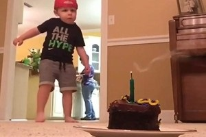 Дворічний малюк вразив соцмережі футбольними трюками
