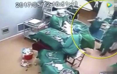 В Китае врачи подрались во время операции