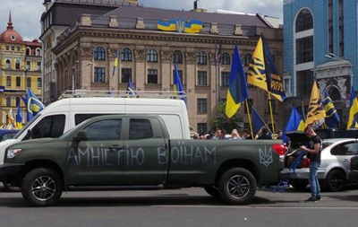 80 машин націоналістів їдуть до дому Порошенка вимагати амністії