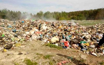 Львівське сміття потайки викинули на Житомирщині
